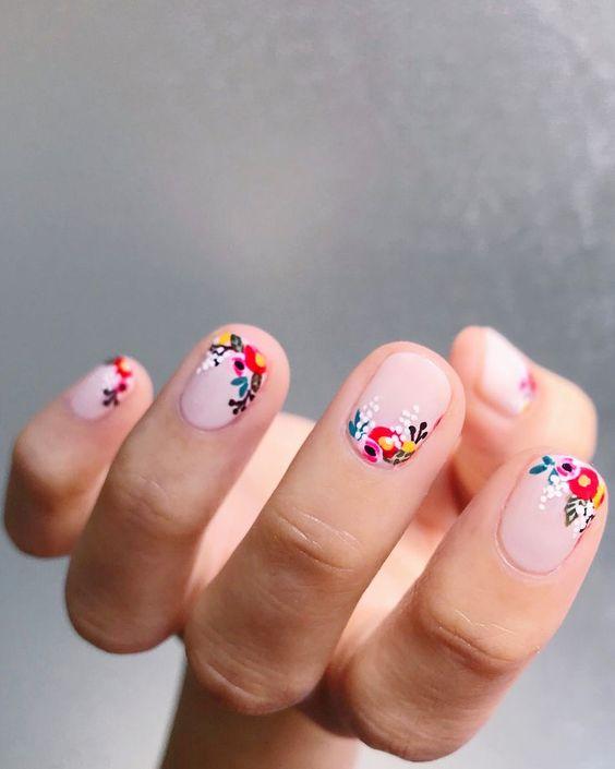 manicuras con flores originales