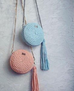 bolsos de trapillo redondos en color rosa y azul turquesa para este verano.